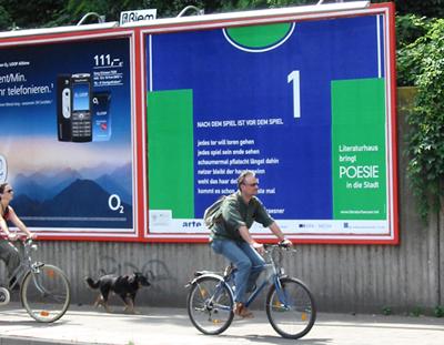 31-Kunst oder Reklame  Literaturhäuser Poesie in die Stadt Fußball_Seite_1_Bild_0001